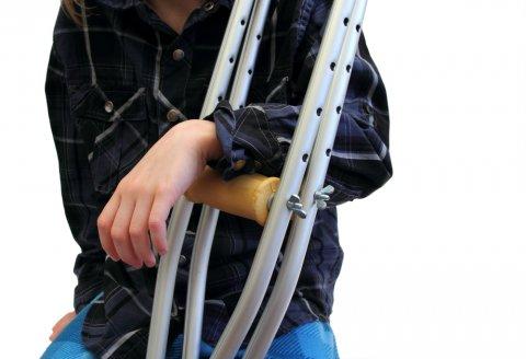 松葉杖 骨折 捻挫