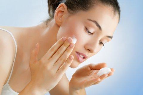洗顔 石鹸 泡 洗う