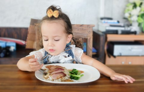 子供 食事 食事しない 女の子