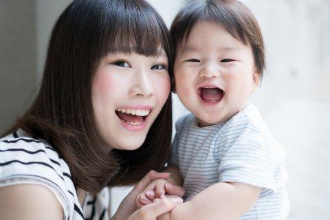 赤ちゃん ママ 親子 笑顔