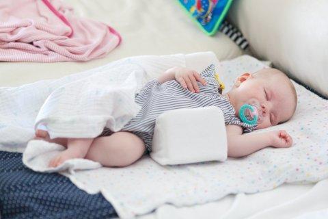 赤ちゃん 寝る ねんね 寝返り防止クッション クッション