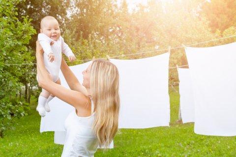 赤ちゃん ママ 洗濯 干す