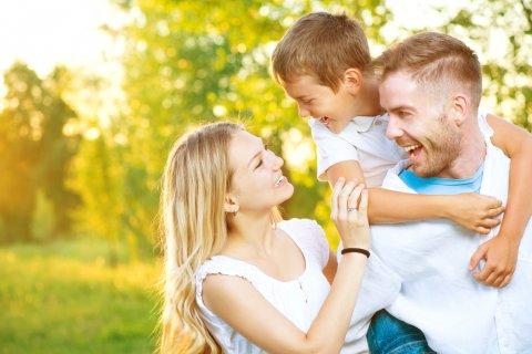 子供 ママ パパ 親子 家族 笑顔
