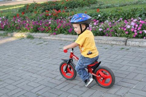幼児 男の子 キックバイク 公園 公園