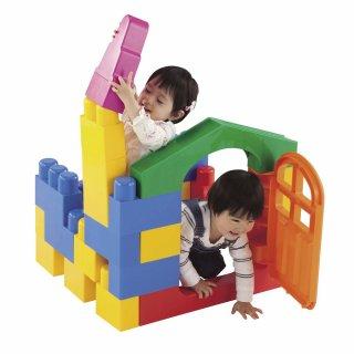 要出典 2歳の男の子の誕生日 ピープル 1歳には全身でブロックneo