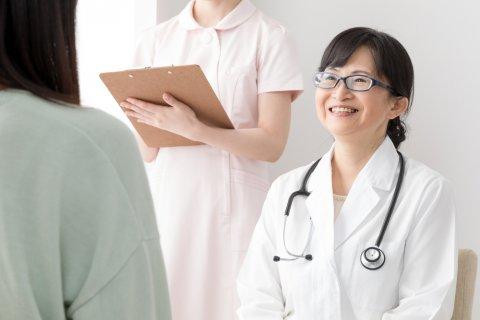 日本人 女性 医師 診察 病院