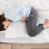 腹痛 お腹 ベッド 寝る 生理 生理痛