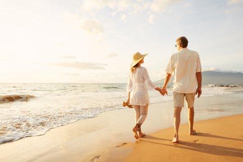 夫婦 旅行 海岸