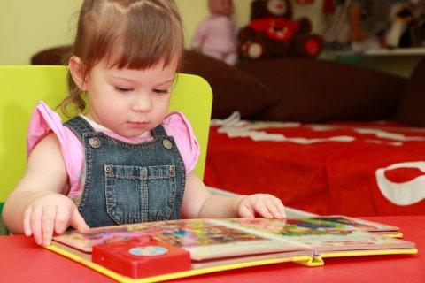 女の子 子供 部屋 絵本