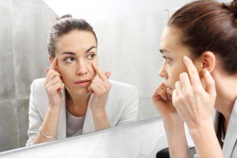 女性 鏡 肌 美容
