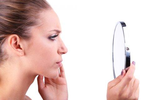 肌 女性 鏡