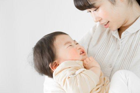3歳 日本人 男の子 泣く 抱っこ