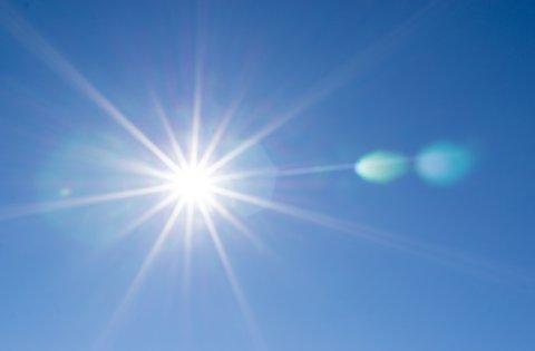夏 日差し 太陽