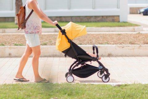 ベビーカー ママ 夏 散歩 お出かけ