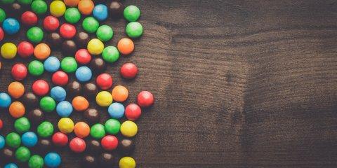 茶色 赤 緑 青 カラフル チョコレート 水玉