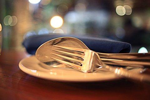 レストラン テーブル 食事 フォーク スプーン