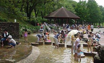 要出典 じゃぶじゃぶ池 こどもの国 せせらぎ 神奈川県横浜市青葉区