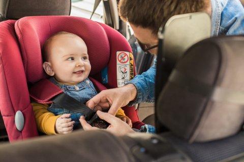 チャイルドシート 車 おでかけ ベビー パパ 赤ちゃん