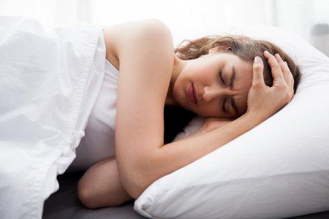 女性 頭痛 痛い 熱 病気