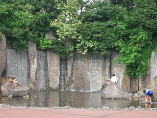 要出典 じゃぶじゃぶ池 滝野川公園 東京都北区