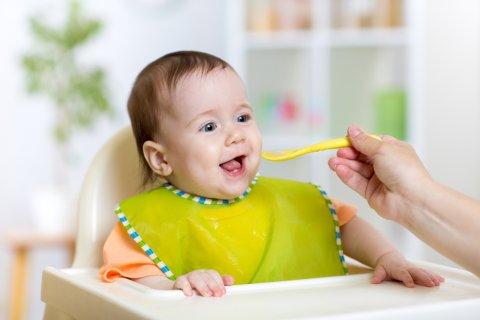 離乳食 赤ちゃん 笑顔 スタイ