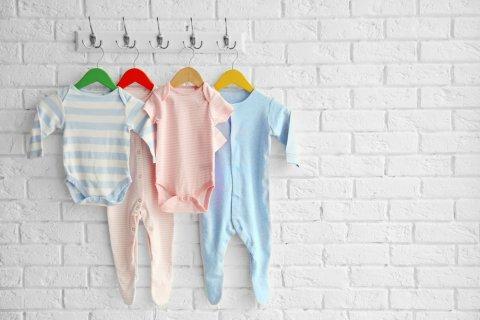 赤ちゃん 洋服 ロンパース カバーオール 壁掛け