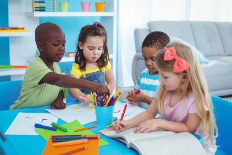 書く 子供 幼稚園 お絵かき