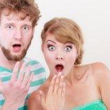 男性 女性 カップル 夫婦 驚く ビックリ