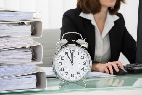 女性 仕事 時間 時計