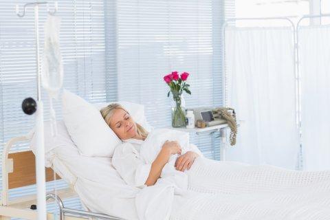 病院 ベッド 入院 安静