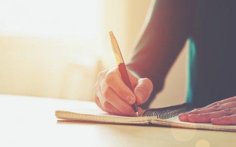 ノート ペン 女性 手
