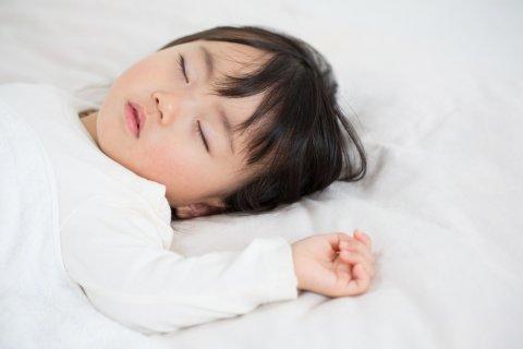 日本人 子供 寝る 男の子