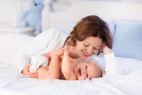 赤ちゃん ママ 笑顔 スキンシップ