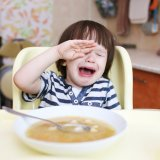 子供 泣く 食べる 食事
