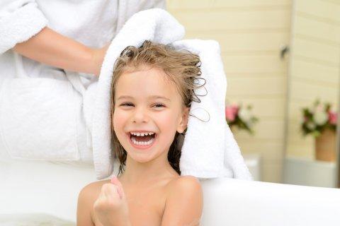 女の子供 お風呂 入浴 バスタオル