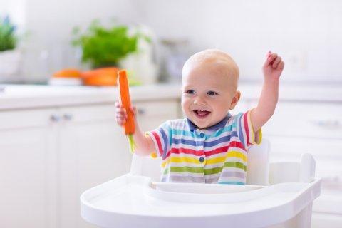 赤ちゃん 笑顔 手づかみ 食事