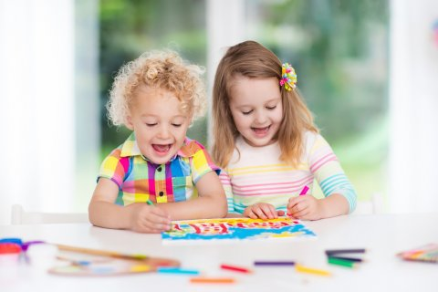 保育園 幼稚園 子供 お絵かき 遊び