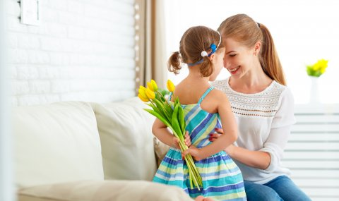 女の子 ママ 母の日 花 笑顔