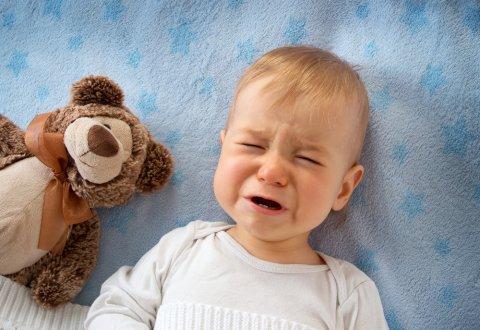 赤ちゃん 泣く 夜泣き ベッド