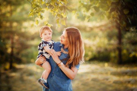 赤ちゃん ママ 笑顔 公園