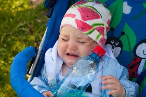 赤ちゃん ベビーカー 嫌がる 泣く