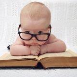 赤ちゃん 眼鏡 調べもの ? クエスチョン はてな