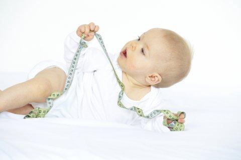 赤ちゃん 身長 メジャー 計測 測定 成長 発育