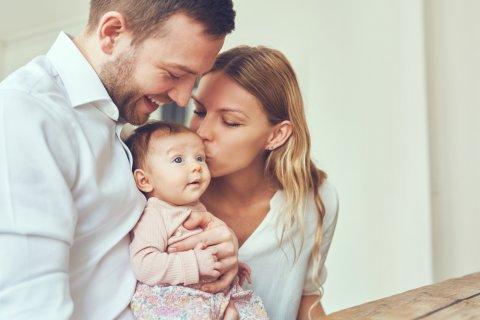 家族 夫婦 赤ちゃん パパ ママ