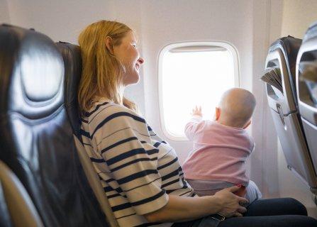 赤ちゃん 飛行機 ママ