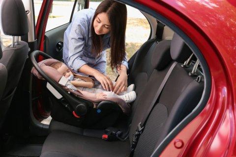 チャイルドシート 赤ちゃん 車 ママ