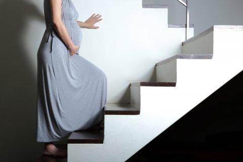 妊婦 階段