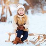 雪 冬 女の子 ムートンブーツ ニット帽 ファー