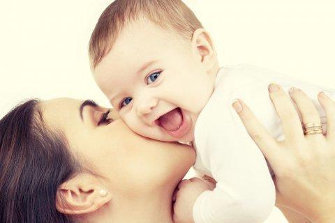 ママ 赤ちゃん 抱っこ