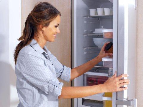 冷凍庫 冷蔵庫 女性 台所